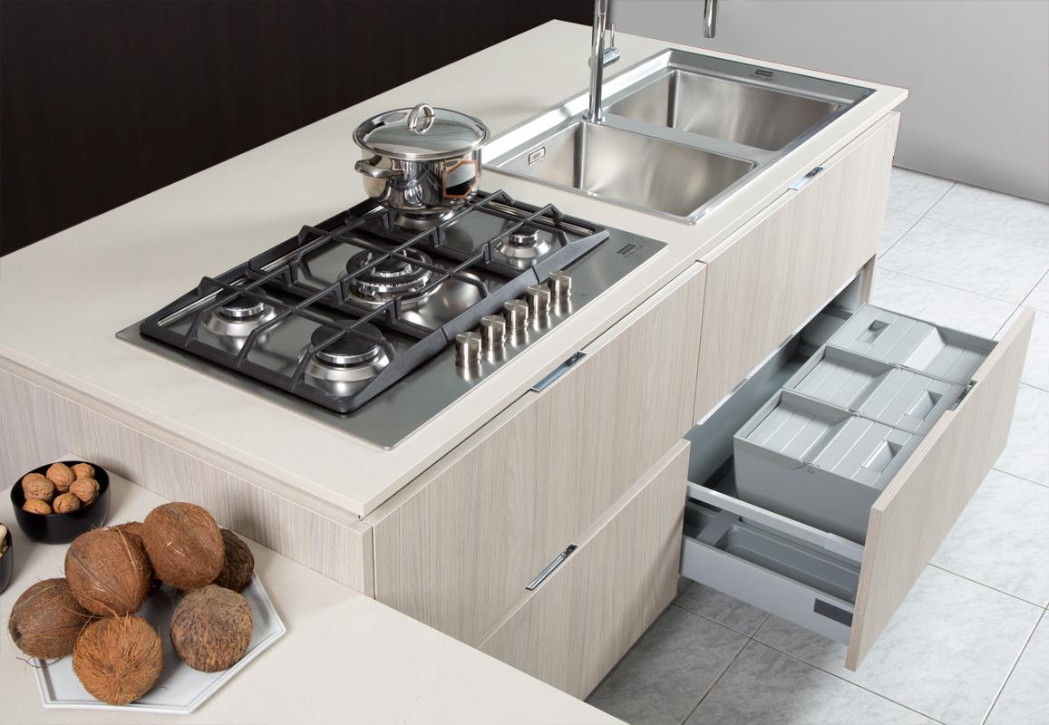 Cucine moderne brescia cucine con isola for Accessori di cucina