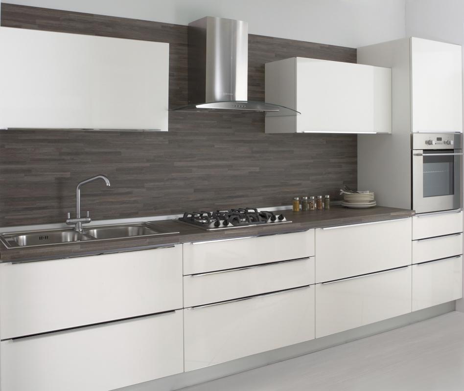 Cucine moderne brescia cucine con isola - Piastrelle cucina bianche ...