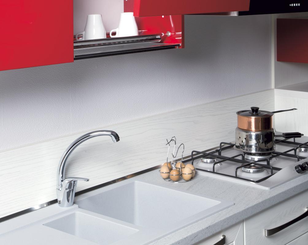 Piastrelle cucina rosse elegant particolari piastrelle stencil