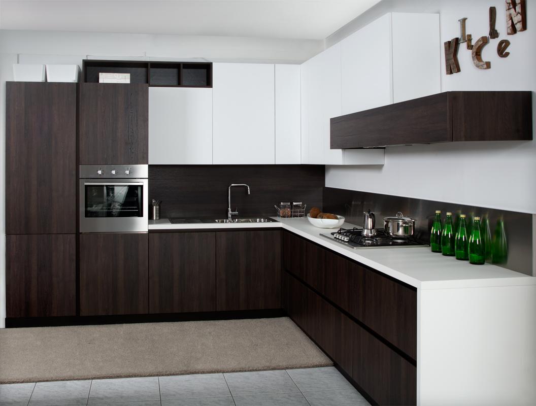 Cucine moderne brescia cucine con isola - Cucina laminato effetto legno ...