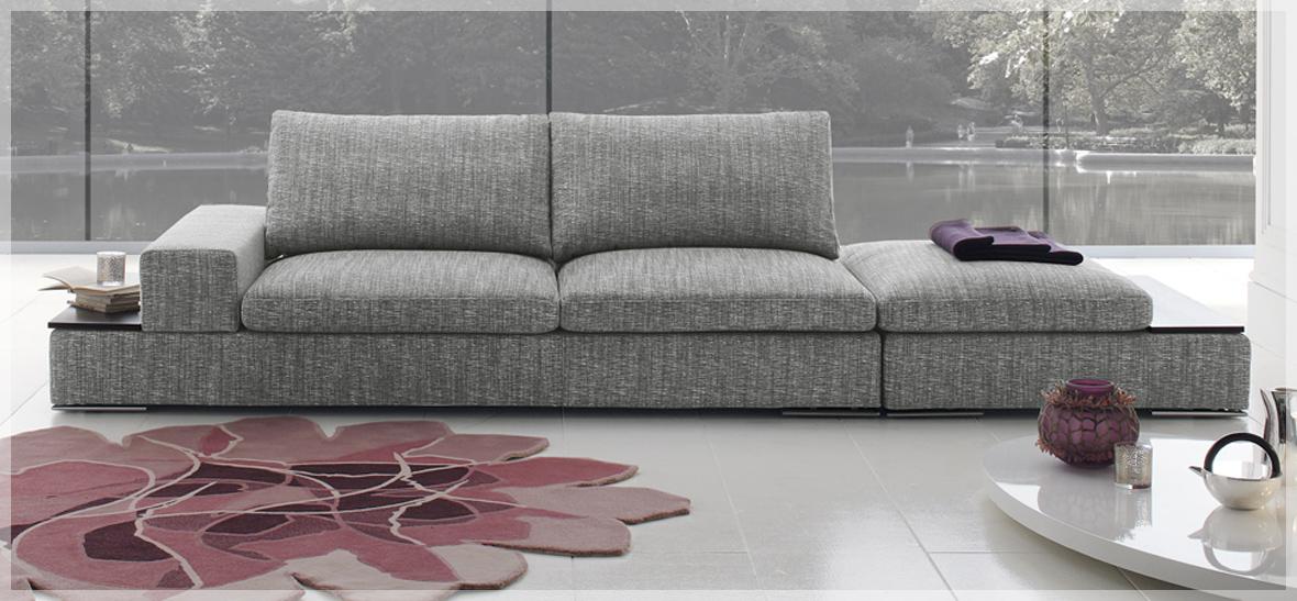 Divani brescia divani in pelle o tessuto - Divano al centro della stanza ...
